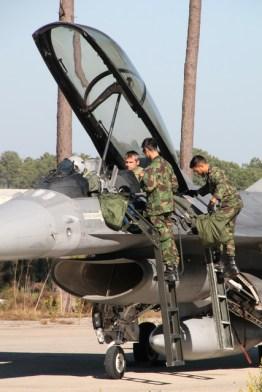 avioane-f-16-15