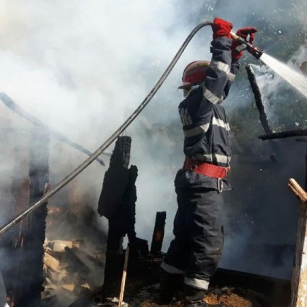 Incendiu la o casă din Ion Roată