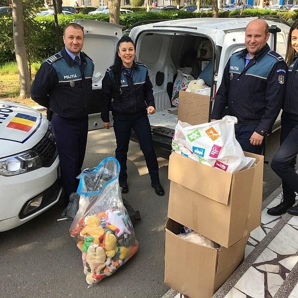 Slobozia: Donații pentru copii, din partea polițiștilor