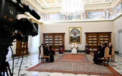 """Papa Francisco   El Espíritu abre nuestro corazón a la presencia de Dios y lo atrae a ese """"torbellino"""" de amor que es el corazón mismo de Dios"""