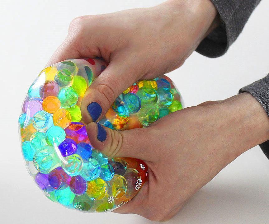ballon avec les perles d'eau anti stress sensoriel