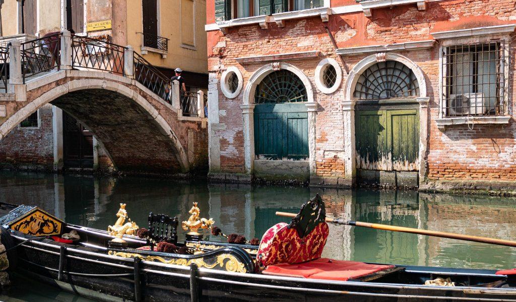 Faire un tour en gondole dans Venise