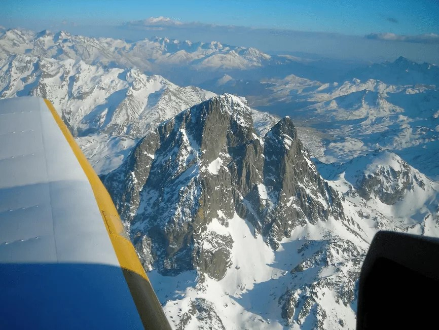 Bucket List activites france - avion prive pyrenees