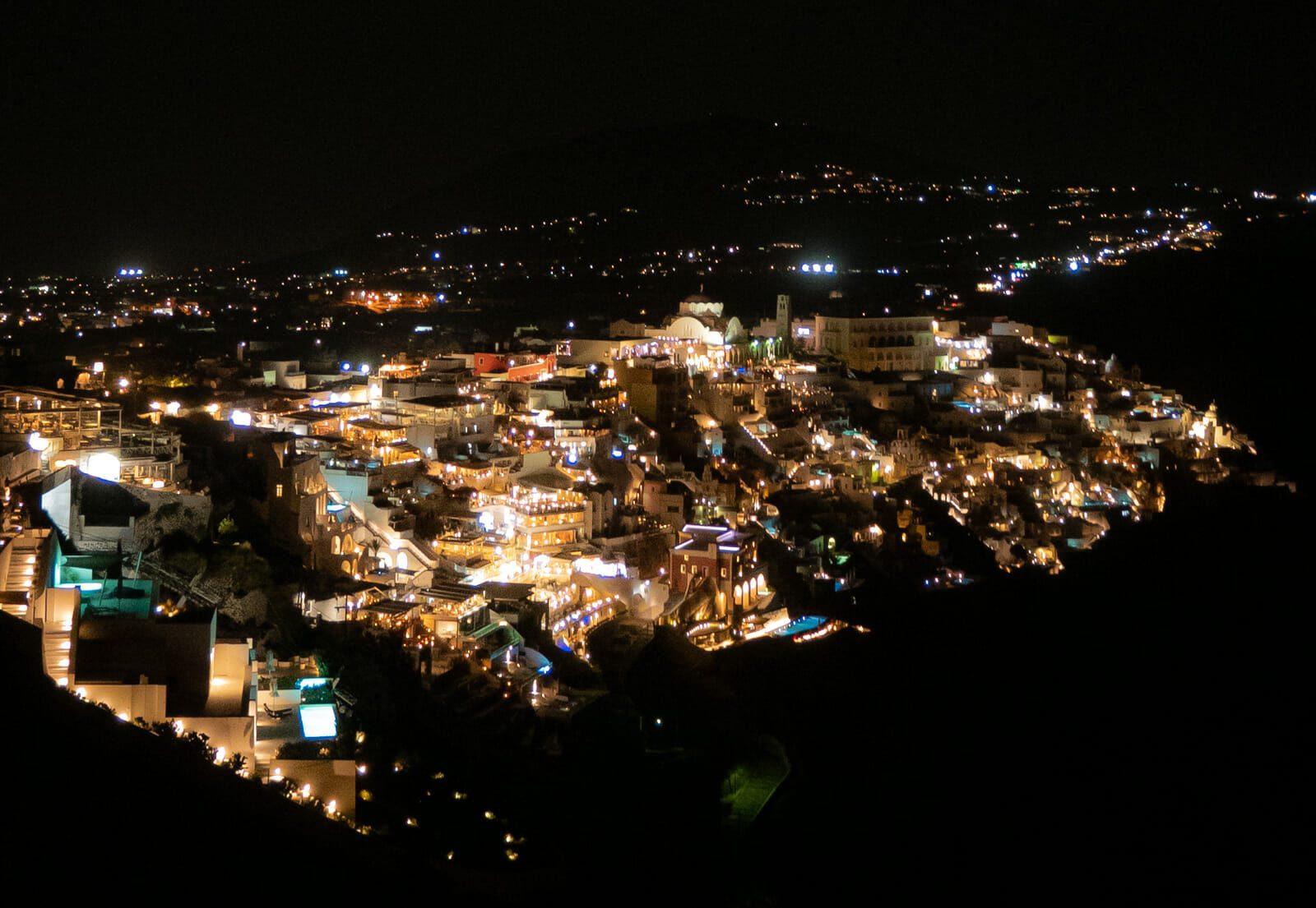 Fira de nuit Santorin