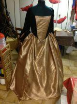 La jupe avec le corset