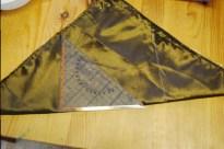On plie le carré sur sa diagonale et ainsi former un triangle rectangle