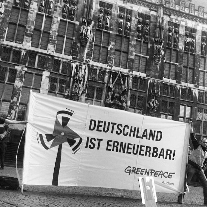 Greenpeace ist auch am Start mit bzw. gegen HanneloreKraft + ChristianeKarl