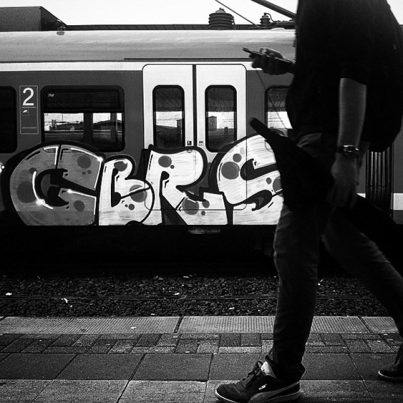 Ehrenfeld Bahnhof aufn Zug Warten. Eine Schrittstudie.