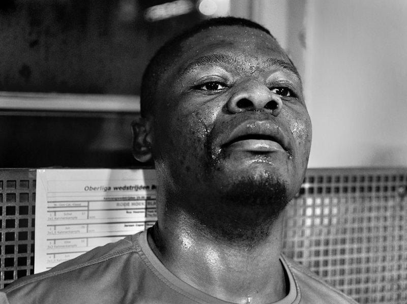 Ausgepowert - Portrait beim Boxtraining
