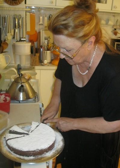 Maestralna Ivanka Biluš sa svojom tortom Capri (Snimio Miljenko Brezak / Acumen)