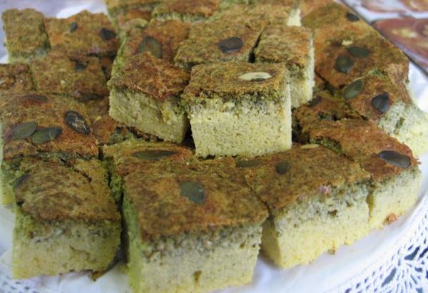 Manda Kogoj je starinskom slasticom s bučinim košticama pobijedila na Babičnim kolačima 2010. (Snimila Božica Brkan / Acumen)