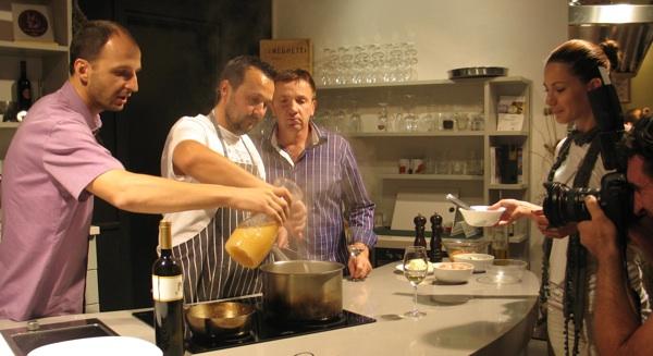 Saša, Grgo, Gianfranco i Nataša u kuhinji pred kamerama (Snimila Božica Brkan / Acumen)