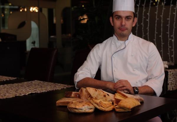 Chef Robert Slezak sa svojim inspirativnim sendvičima u nekoliko varijacija u Lobbyju (Snimila Marina Filipović Marinshe / Acumen)