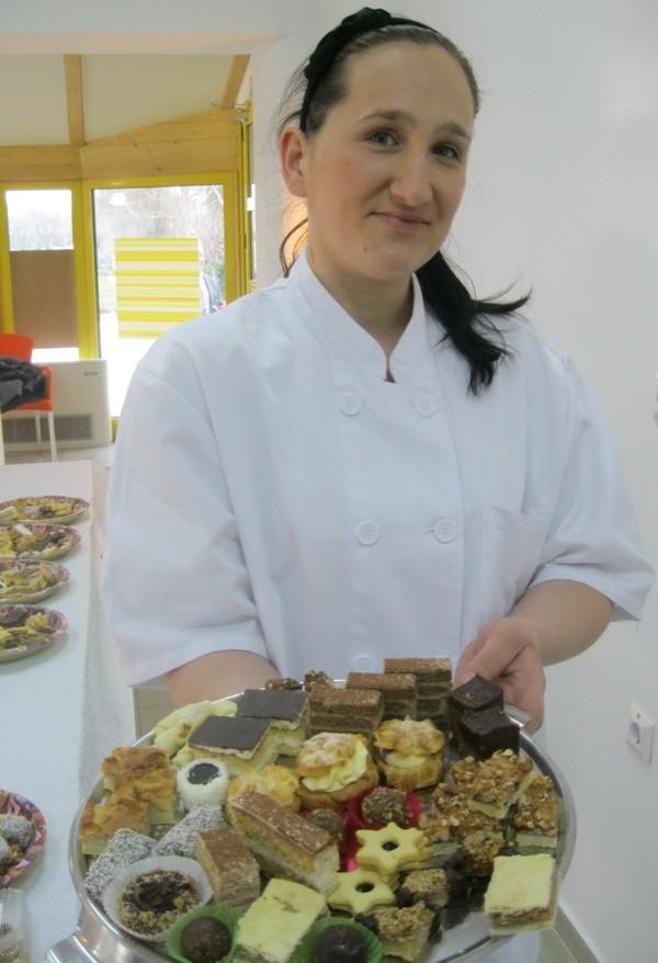Slastičarka Nikola sa slasticama bez šećera (Snimila Božica Brkan / Acumen