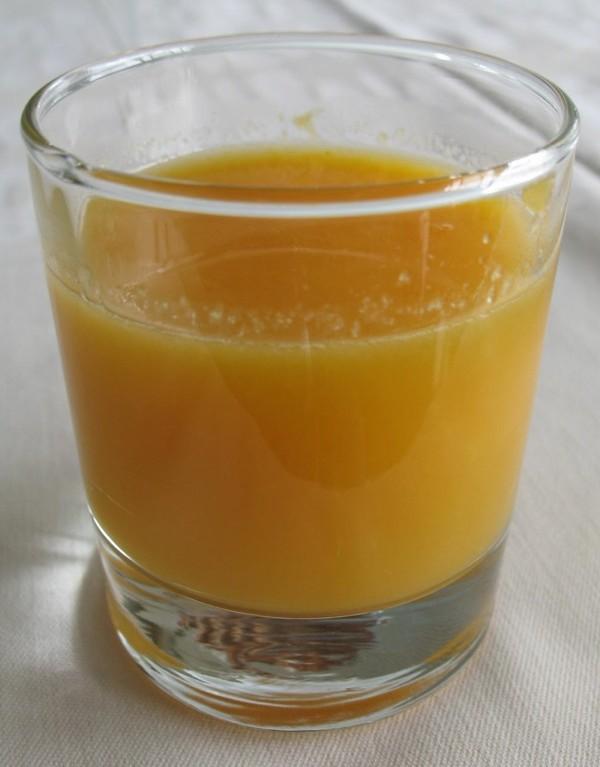 Sokovi od voća i povrća vrlo su važni u koncepciji Smart Fooda. Ovo je najobičniji sok od naranče, koja je, bez kore, usitnjena u blenderu (Snimila Božica Brkan / Acumen)