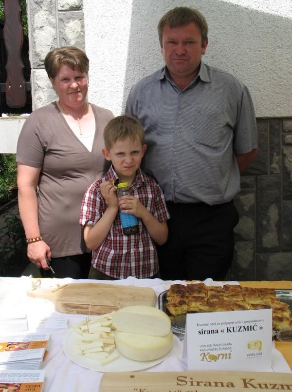 Obitelj Kuzmić sa svojim sirevima (Snimila Božica Brkan / Acumen)