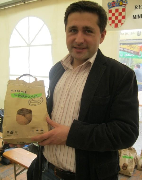 Nikola Vidaković, jedan od proizvođača Ličkoga krumpira, glavni je pobornik i projektant njegove zaštite zemljopisna podrijetla (Snimio Miljenko Brezak / Acumen)