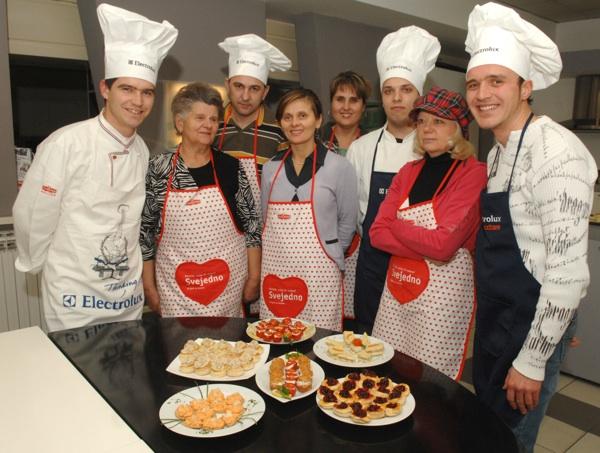 Gastropromotor Zoran Delić s ekipom s kojom je pripremao za čitatelje ide za bife-stol (Snimio Mišo Lišanin / Acumen)