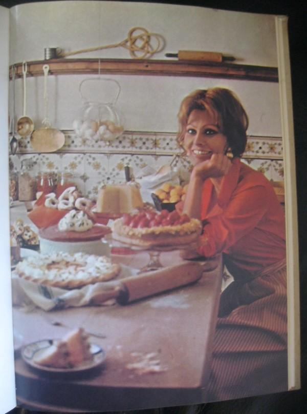 Jedna od kuharskih fotografija slavne Sofije Loren iz njezine kuharice spočetka sedamdesetih godina