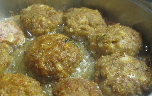 U pečenju ispuštaju masnoću ako je meso masnije (Snimio Miljenko Brezak / Acumen)