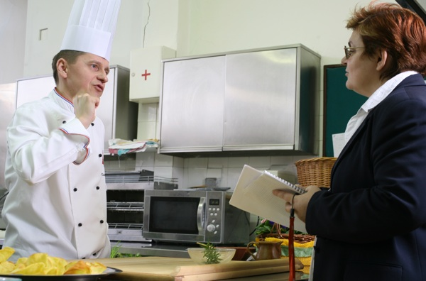 Još jedna rasprava o klipićima: chef Damir Crleni i Božica Brkan (Snimio Igor Sitar / Blue studio / Acumen)