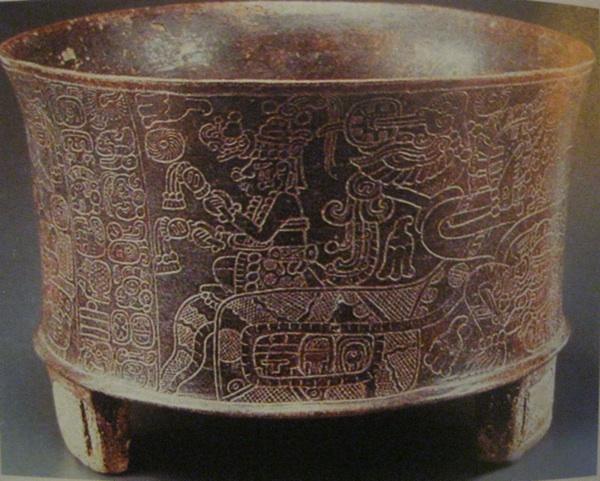 Posuda kakve su Maye koristile za ispijanje pića chocholatl od prženih sjemenki kakaovca i vode i začina (papar, cimet, vanilija, ljuta chilli papričica)