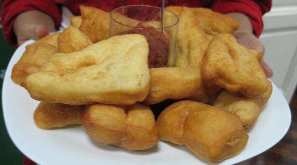 Posluženi s pekmezom od dunja ili, kako ih u Štitaru zovu, gunja (Snimila Božica brkan / Acumen)