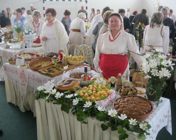 S pravom ponosna na svoj izložbeni stol: Mirjana Štahan (Snimio Miljenko Brezak / Oblizeki)