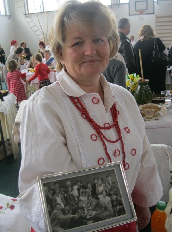 Gospođa Švec s fotografijom sa svoje svadbe (Snimila Božica Brkan / Oblizeki)