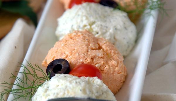 Elegantno poslužen sir, naizmjence pomiješan s crvenom slatkom paprikom (Snimio Renato Branđolica / Oblizeki)