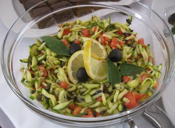 Gradska pivnica Ivanić na punome je stolu predstavila i slikovitu salatu (Snimila Božica Brkan / Oblizeki)