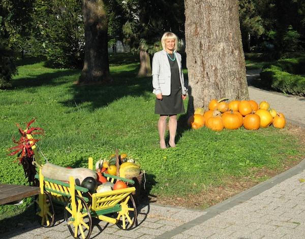 Ankica Bešter, direktorica Turističke zajednice Ivanić Grad u gradskome parku uoči 9. Bučijade (Snimla Božica brkan / Oblizeki)