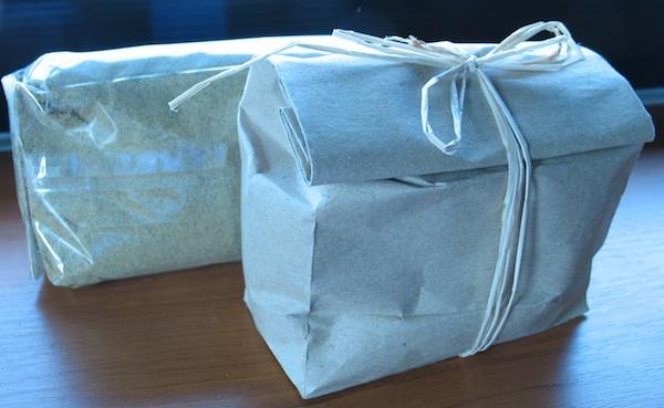 Različita pakiranja brašna ob bučinih koštica: OPG Hlevnjak i OPG Bunjevac (Snimla Božica brkan / Oblizeki)