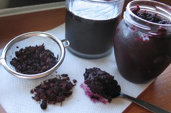 Tri proizvoda Čižmekovih: čaj, sok i džem (Snimila Božicas Brkan / Acumen)