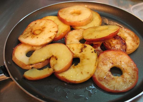 Kad su posrijedi jabuke, ni mirisna pretpriprema ne može bez cimeta (Snimila Božica Brkan / Oblizeki)
