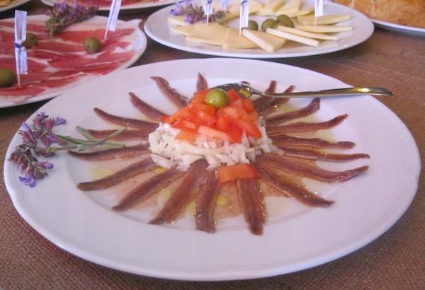 Inćuni u maslinovu uljun i kvasini dio su odlične krče i mediteranske hrane (Snimio Miljenko Brezak/ Oblizeki)