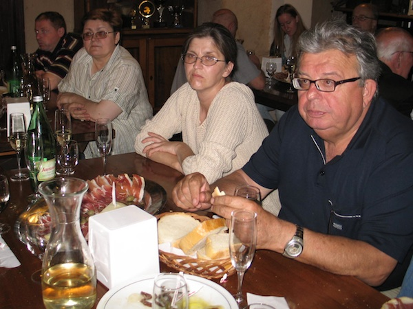 Prof. dr. Nikola Mirošević, urednik knjige i prva slijeva Božica Brkan, sutorica teksta o gastronomiji i urednica Oblizeka (Fotografija Oblizeki)