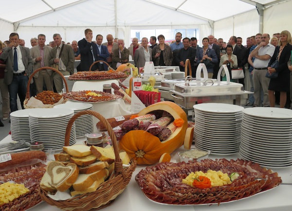 Na mjestu budućega Muzeja Samoborske salame: srdačna dobrodošlica za poslovne partnere i vlastite radnike (Snimila Božica Brkan / Oblizeki)