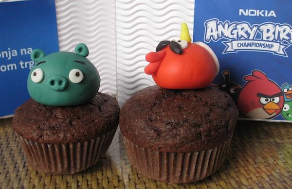 Kolač se popularnošću nametnuo i izvan gastronomije, u marketingu: 2011. čokoladni muffin s igračkicom u promociji odnosno PR-u jednoga proizvoda Nokije. (snimila Božica Brkan/ Oblizeki)