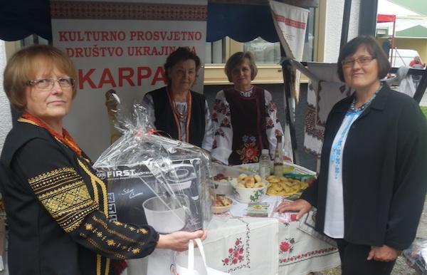 Četiri dame koje su pripremile za kušanje u Križu svoje nacionalne ukrajinske oblizeke s nagradom Štefke Semenjuk (Snimio Ivan Semenjuk/ KPD Karpati)