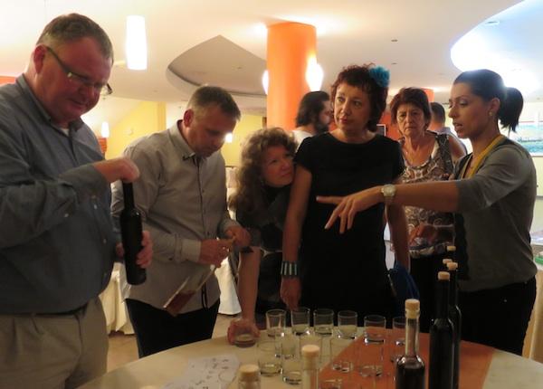 Gastronauti se upućuju u tajne rakija i lijeka obitelji Đorđević (Snimila Božica Brkan / Oblizeki)
