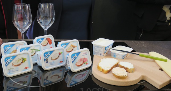 ABC sir s hrenom - odlična uskrsna kombinacija (Snimila Božica Brkan / Oblizeki)