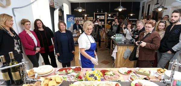 Blagdanski stol kao odlična promocija: novinari na predstavljanji novih proizvoda Belja i PIK-a Vrbovec (Fotografija Belje)