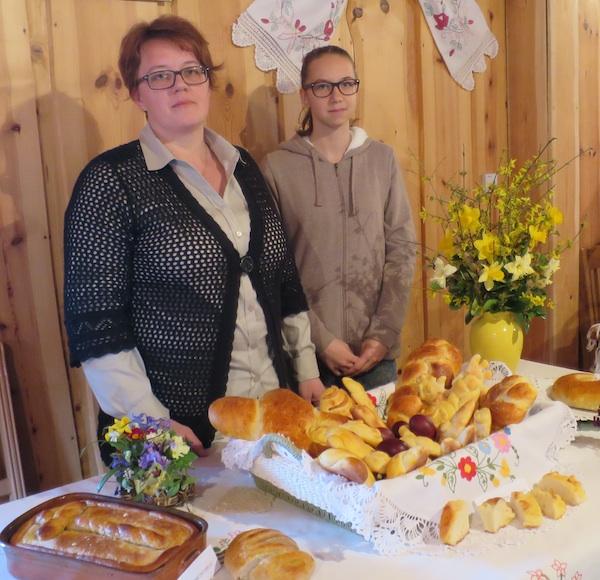 Sunčica Štefek s kžeri na izložbi tradicijskih jela u Majsecovu mlinu (Snimila Božica Brkan / Oblizeki)