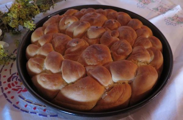 Također starinski uvrtani vrtanj pečen u tepsiji Alme Poturice iz Pustodola (Snimila Boživa Brkan / Oblizeki)