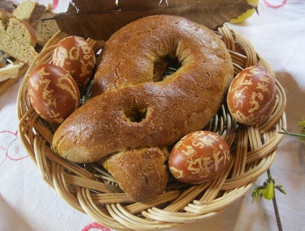 Vrtanj također pečen na kestenovim listovima sa stola Vesne bokun i Marice Lešković iz Gornje Stubice  (Snimila Božica Brkan/ Oblizeki)