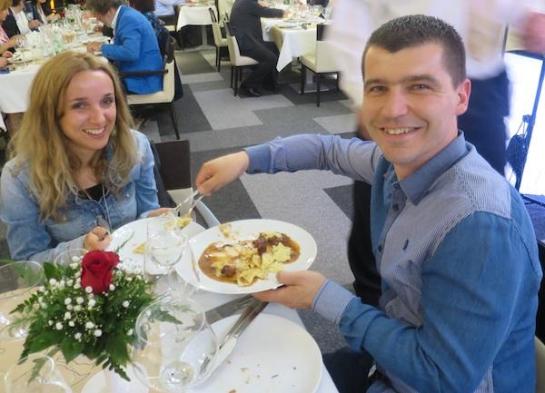 Radionicu za kuhare održao je i mladi Podravkin promotor chef Zoran Delić, a na večeri se iskazao i supruzi (Snimio Miljenko Brezak / Oblizeki)