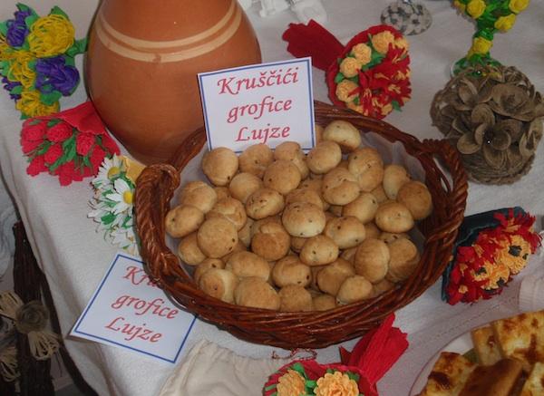 Kruščići grofice Lujze (Snimio Tibor Martan / Oblizeki)