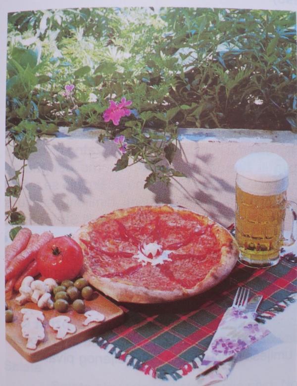"""Pivo uz pizzu danas ide do banalnosti, a eto kako je taj duet snimljen za knjidu """"Pivo tekuća hrana"""" Mirića i Nadvornika u vrijeme objave, prije gotovo 20 godina"""