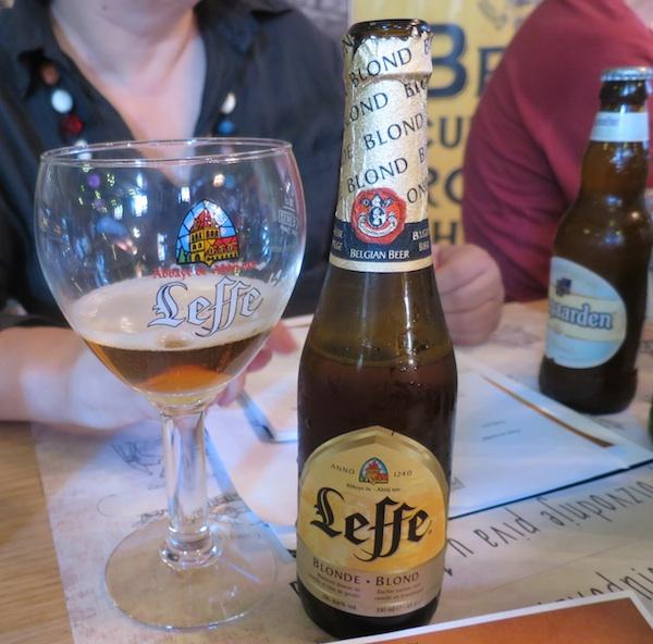 Dio edukacije je i koje pivo iz koje čaše (Snimio Miljenko Brezak / Oblizeki)
